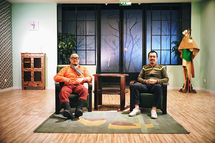 艺术家刘毅和策展人颜晓东